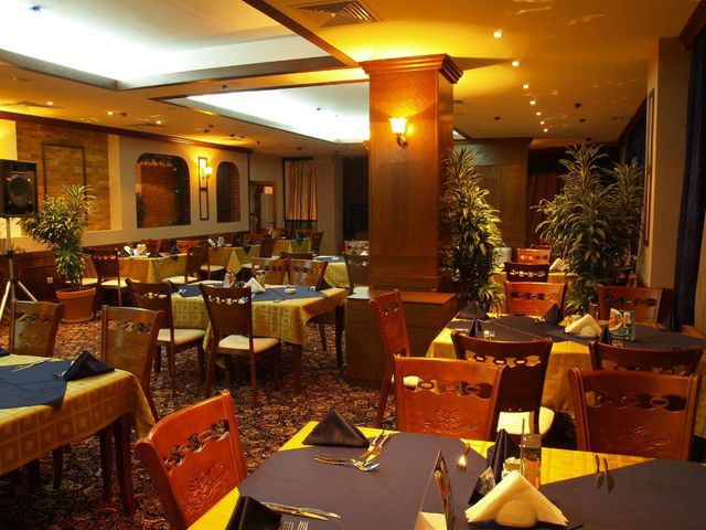 Emerald Spa Hotel - Food and dining
